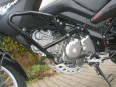 Motor s premiestneným chladičom