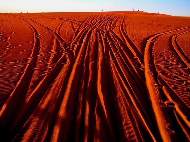 Koľaje v pevnom piesku